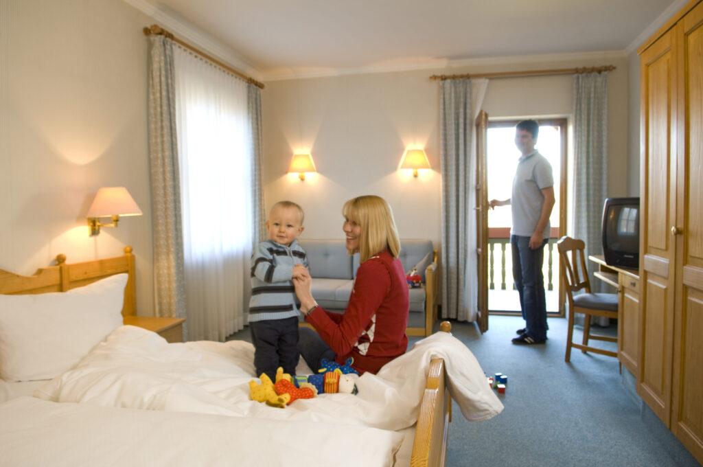 neumarkt-hotel-familie-im-zimmer